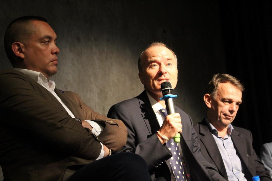 De gauche à droite : Soreasmey Kebin, Philippe Baudry et Amaury de Saint Blanquat