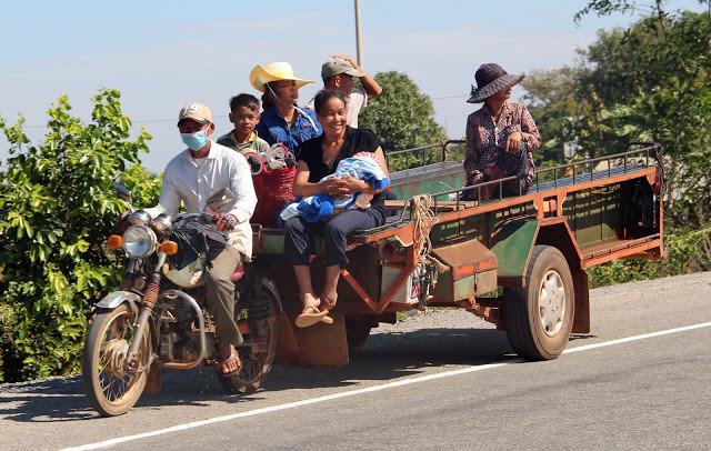 Sur la route de Kampong Trach par Graham Bland (cc)