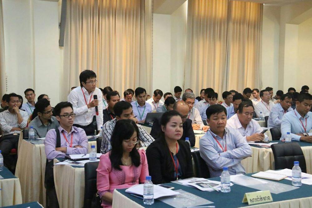 """Forum public organisé sous le thème """"Économie du Cambodge : Réalisation et Vision"""""""