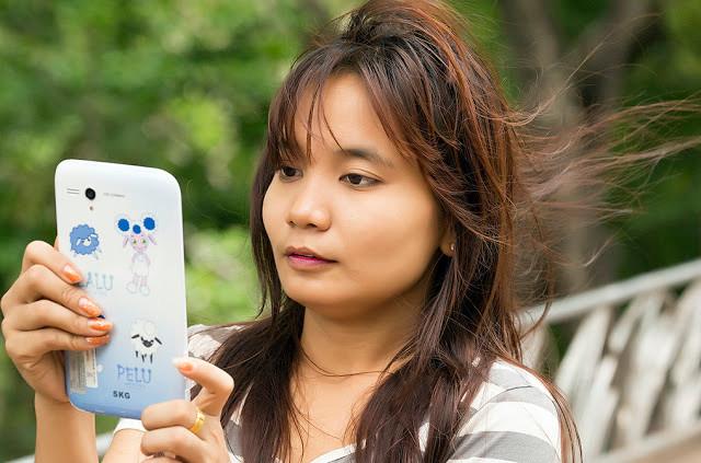 Près de 50%  des Cambodgiens possèdent au moins un smartphone