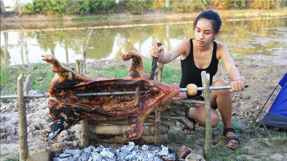 Nature : Madame prépare un cochon sauvage
