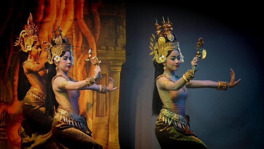 Princesse Norodom Buppha Devi : ''...La danse classique revêt toujours un caractère sacré. Aussi l'expression de la jeune danseuse doit avant tout être une offrande aux dieux, et les gestes, les expressions du corps ou du visage expriment une certaine retenue...''
