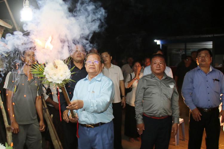 S.E. Khieu Kanharith lors de la crémation