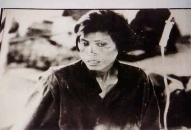 Photo de prisonnière à Tuol SLENG
