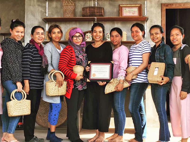 Sounsrors et quelques-unes des Cambodgiennes bénéficiant du projet