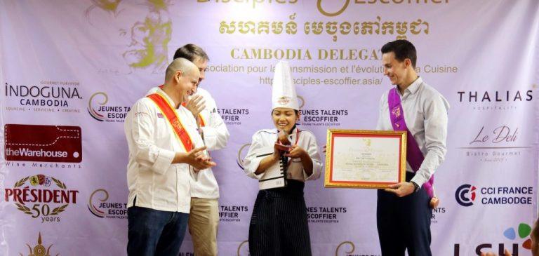 Lat Sreypov, gagnante du premier concours des jeunes talents Escoffier au Cambodge