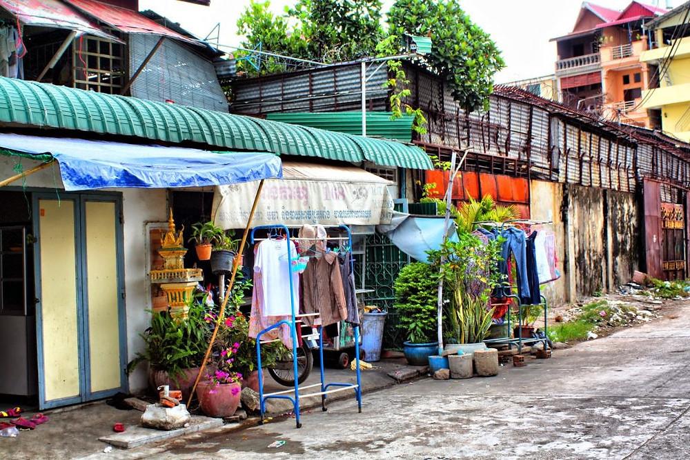 Ruelles et murs de Phnom Penh