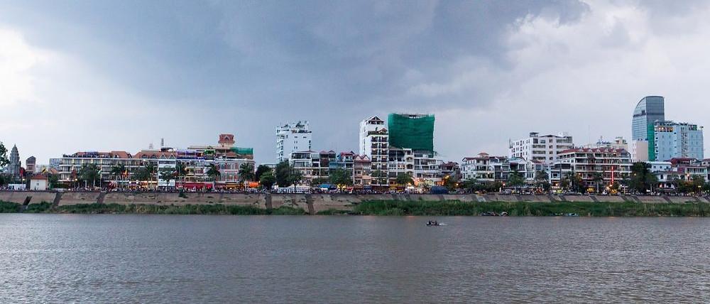Grâce aux investissements massifs de la Chine et à la croissance continue de l'économie du pays, qui a connu une croissance moyenne de 7% ces dernières années, le Cambodge est en plein boom immobilier