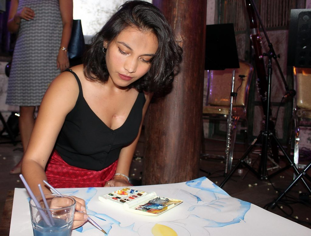 Adana en ''live painting'' à la Chinese House lors de la Journée internationale des femmes