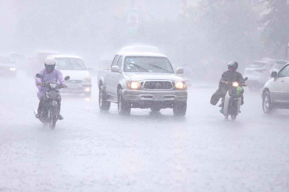 Rafales et fortes pluies prévues en raison de 2 tempêtes tropicales