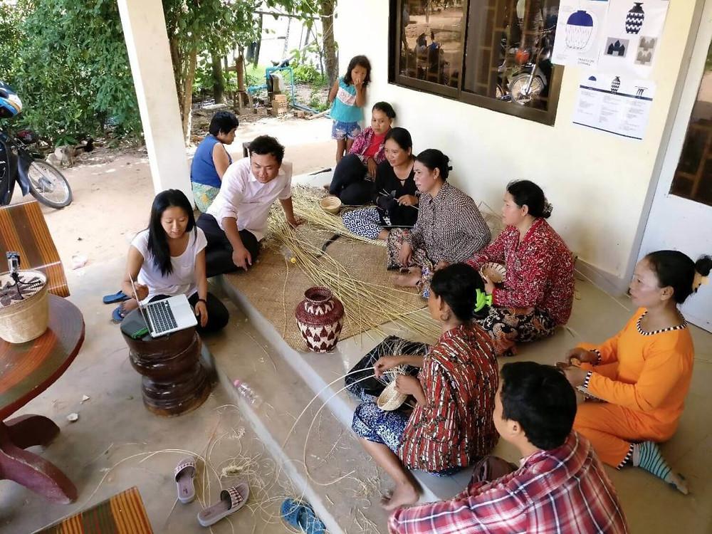 Ka-Lai et Baraing avec certaines des femmes travaillant avec MANAVA