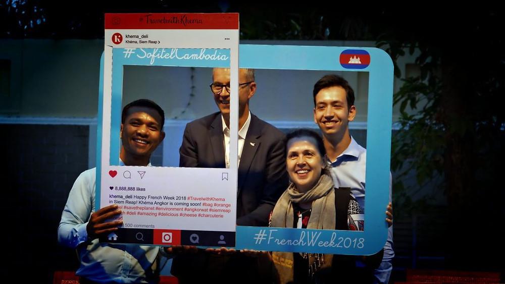 Selfie pour les participants de la table ronde sur le thèmedu tourisme et des services