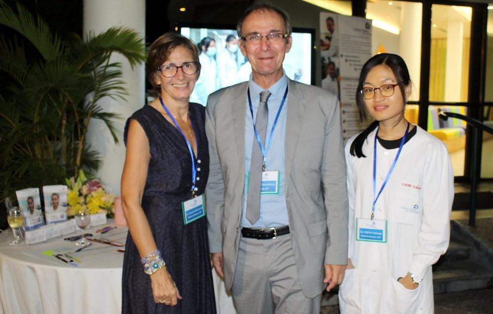 Docteur Alexandra Kerléguer, Chef de l'Unité de Biologie Médicale,Didier Fontenille, Directeur de l'Institut Pasteur Cambodge etDr Sokleaph Cheng