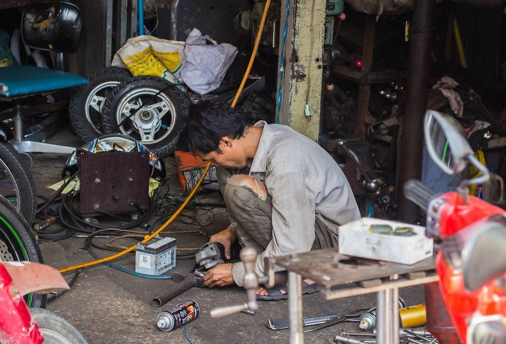 Petits métiers - Phnom Penh : Les mécaniciens de la rue
