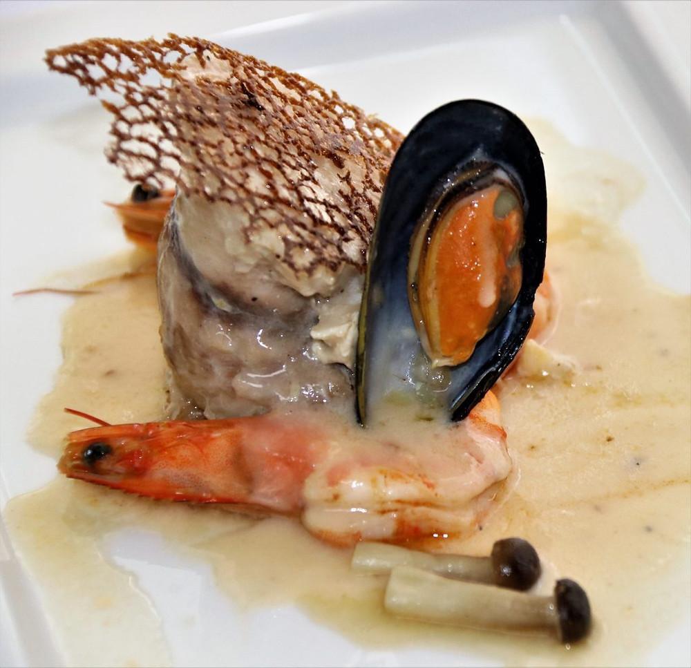 Filet de daurade dieppoise avec une sauce vin blanc aux fruits de mer