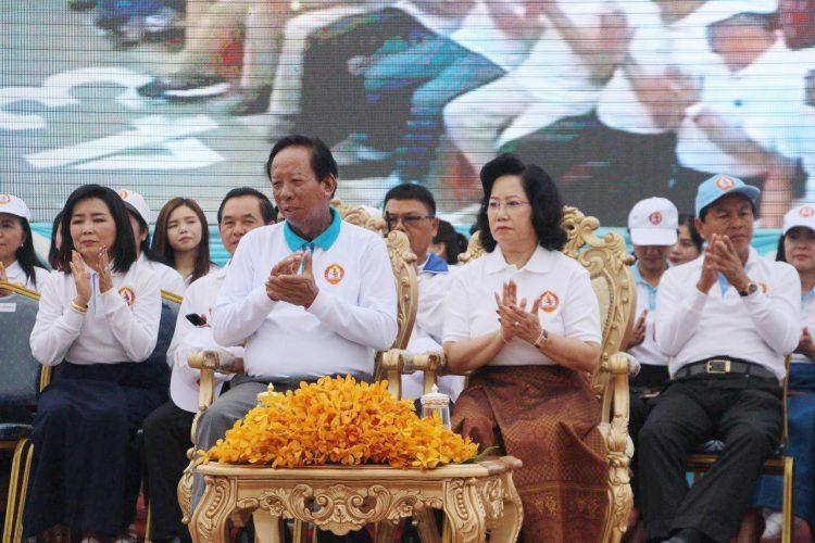 Campagne à Siem Reap avec le ministre de la défense, Tea Banh