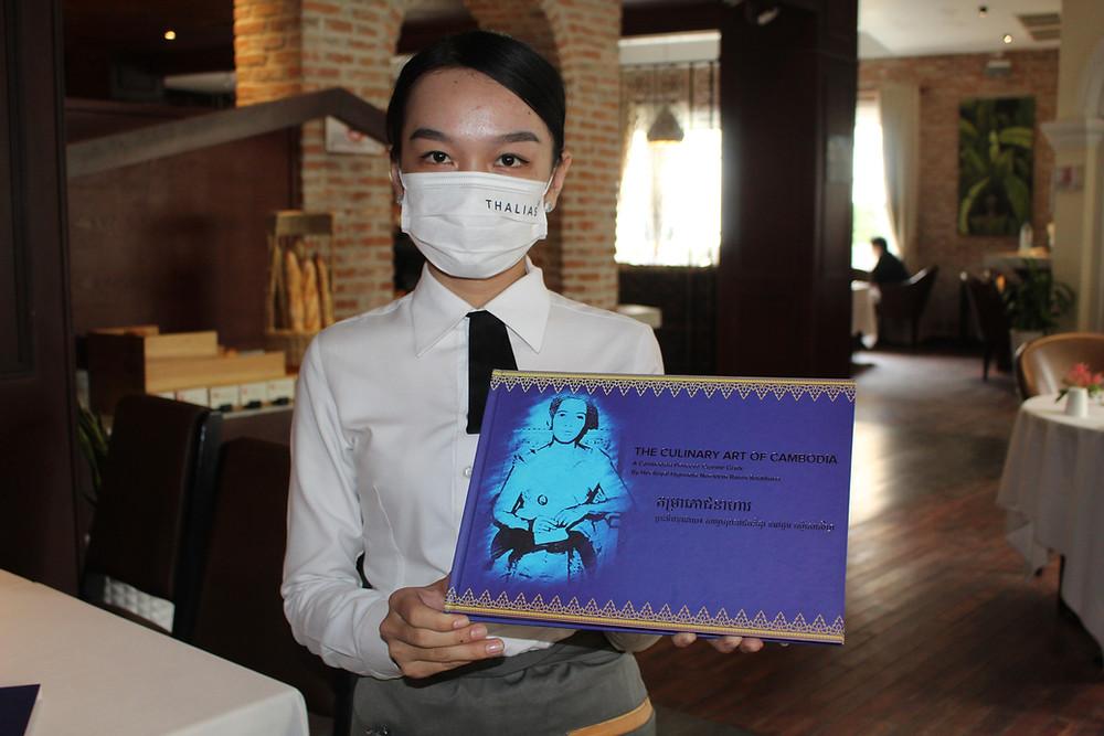 livre «Culinary Art of Cambodia–Art culinaire du Cambodge», splendide ouvrage répertoriant plus de 300 recettes