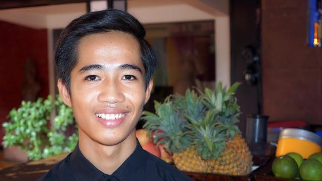 Bun Sophal, 18 ans, aide au service, originaire de Phnom Penh, travaille au Malis depuis cinq mois.