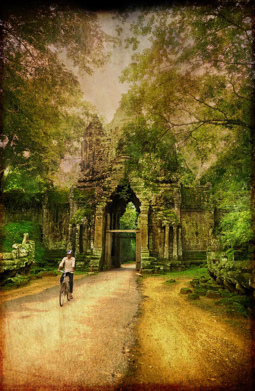 Cycliste à Angkor wat