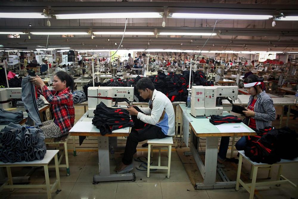 Usine textile à Phnom Penh. Photographie ILO (cc)