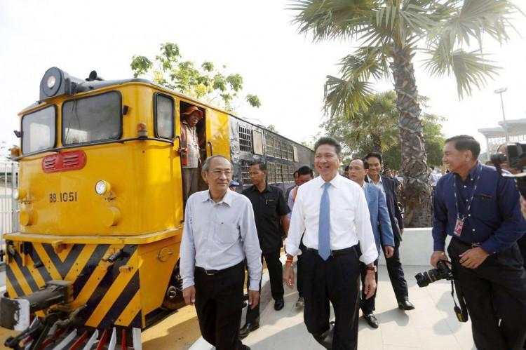 Inauguration en présence de Sun Chanthol, ministre d'Etat et ministre des Travaux publics et des Transports