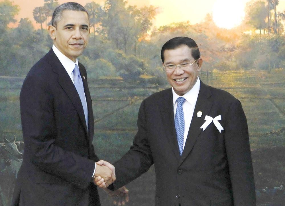Barack Obama avec le Premier ministre cambodgien Hun Sen avant la réunion des dirigeants ASEAN-US à Phnom Penh en 2012.