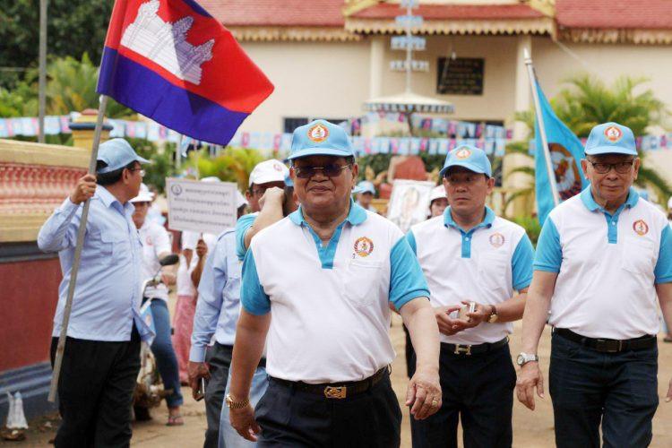 Le ministre de l'information,Khieu Kanharith, en campagne à Sihanoukville.