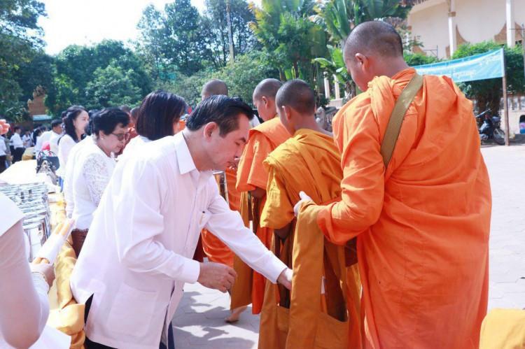 Le gouverneur de la province de Siem Reap, Khim Bunsong