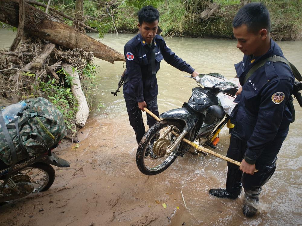 la vie difficile de garde forestier au Cambodge