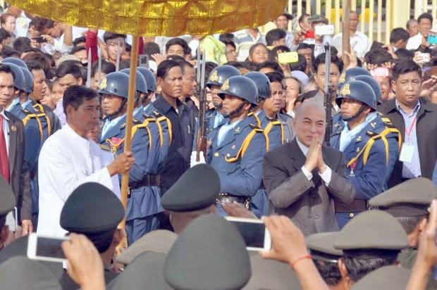 Le Royaume du Cambodge célèbrait ce week-end au chef-lieu provincial de Battambang la fête annuelle du Sillon sacré, qui annonce le commencement de la saison des cultures, sous la haute présidence de Sa Majesté Norodom Sihamoni, Roi du Cambodge.