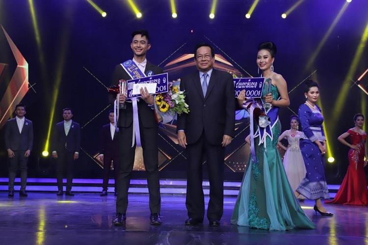 Mr. Loeung Visal et Mlle Yon Kantima, tous deux de Phnom Penh, ont été couronnés ''plus bel ouvrier et plus belle ouvrière du textile''