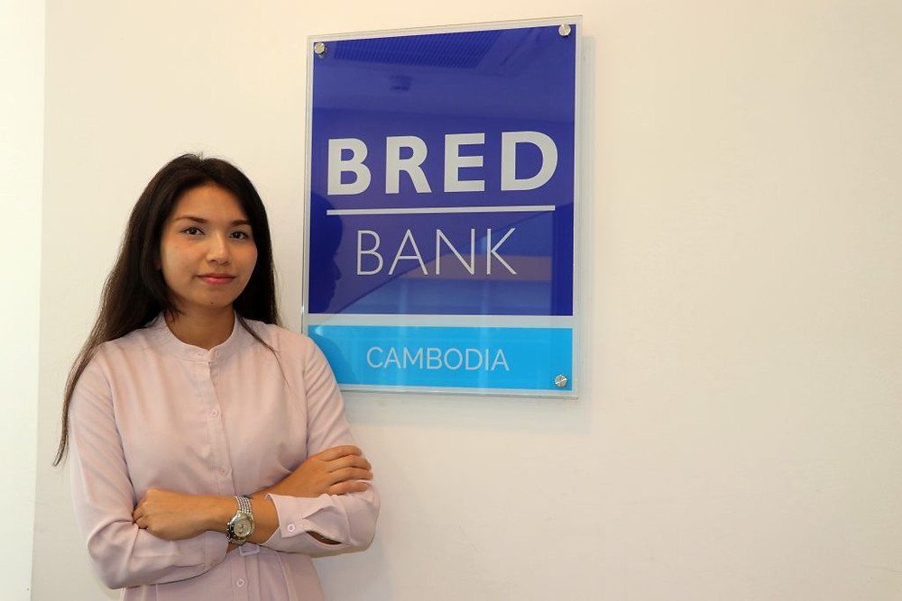 Socheata Ou est aujourd'hui manager en ressources humaines à la Bred Bank Cambodia, après être partie étudier et travailler en France. Photographie Adèle Tanguy