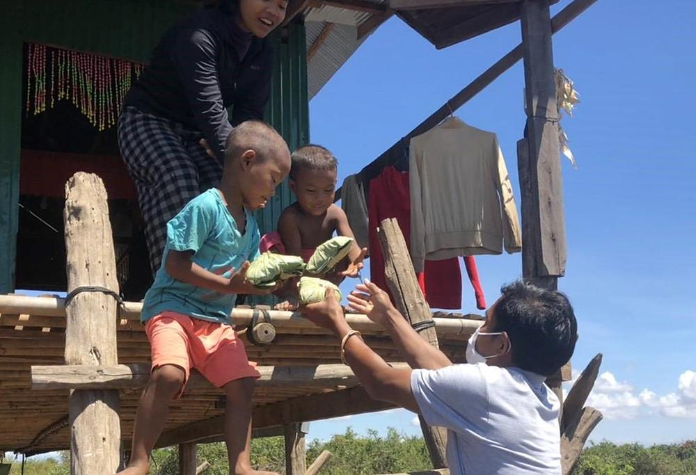 Distribution de repas aux victimes de la crise