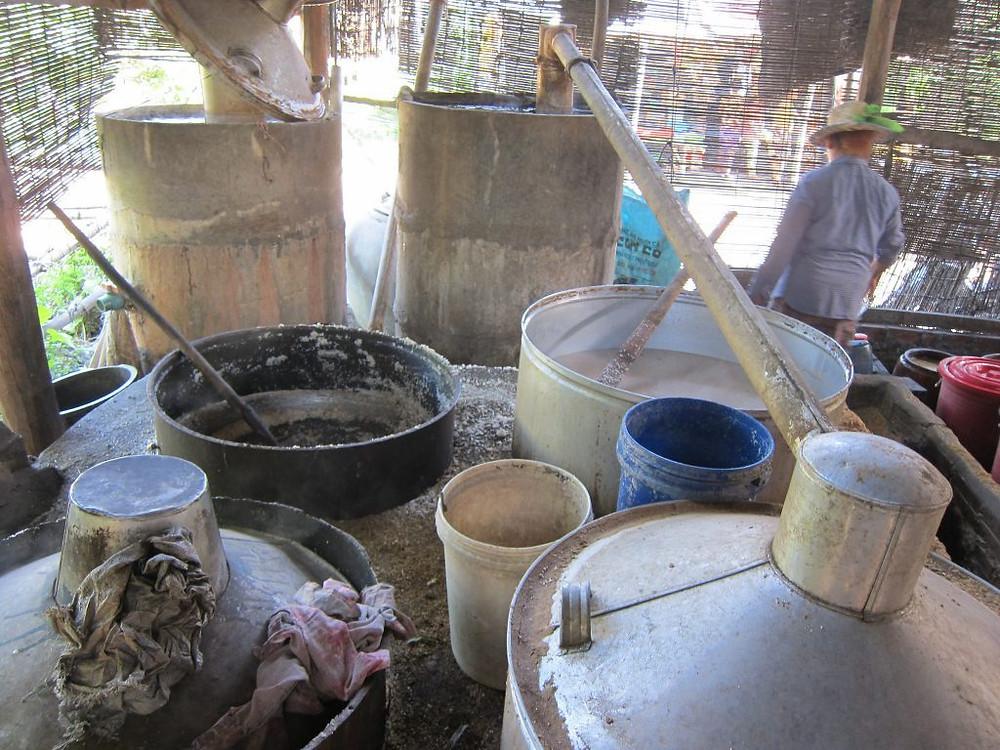 Fabrication artisanale de vin de riz