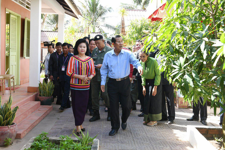 Le Premier ministre lors de sa visite à l'Afesip