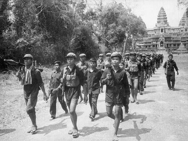 Jeunes soldats Khmers rouges