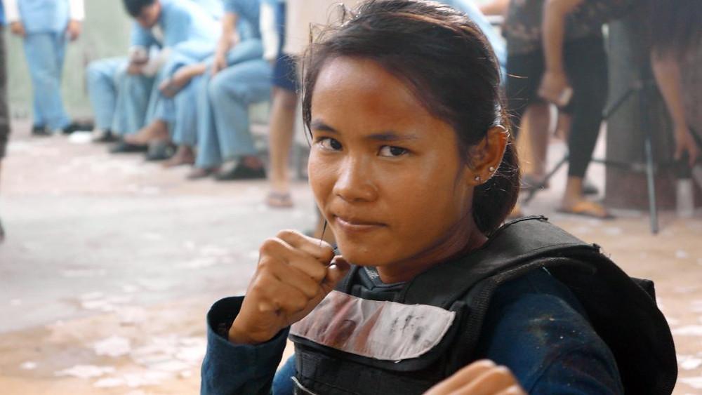 Tharoth Sam, championne cambodgienne de Bokator