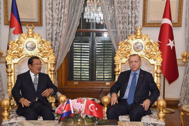 Le Premier ministre cambodgien Hun Sen et Recep Tayyip Erdoğan, président de la Turquie