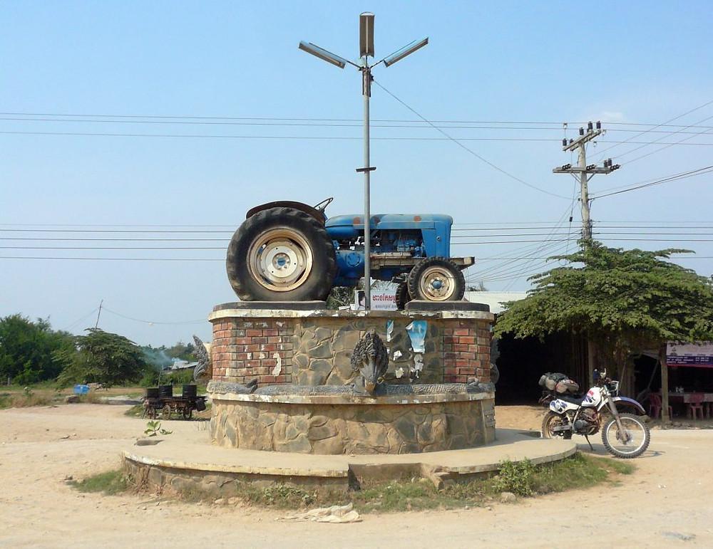 Rond-point non loin de Pailin