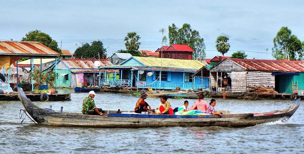 Phnom Penh se dévoile, autrement, au fil de l'eau