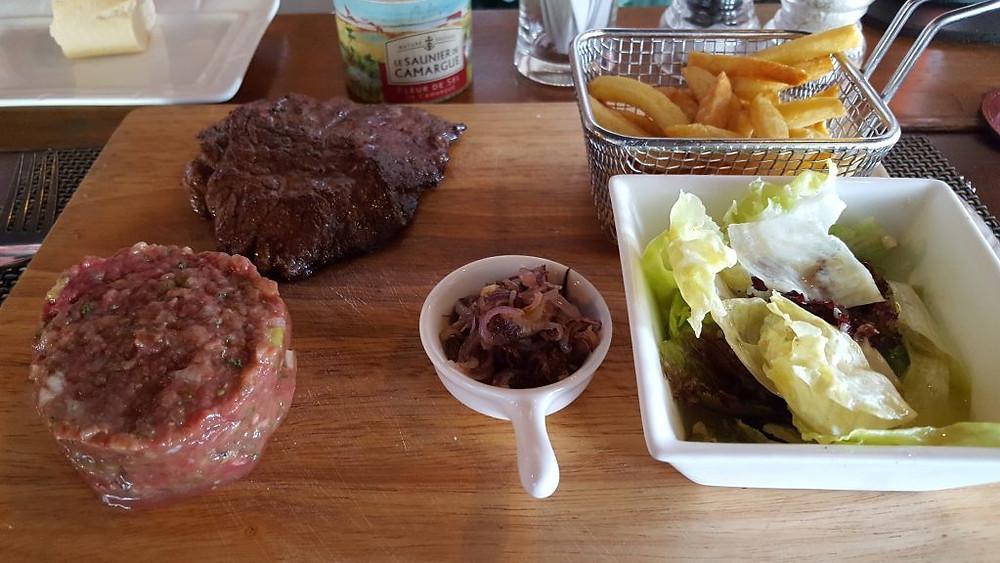 Steaks, tartare et grillé