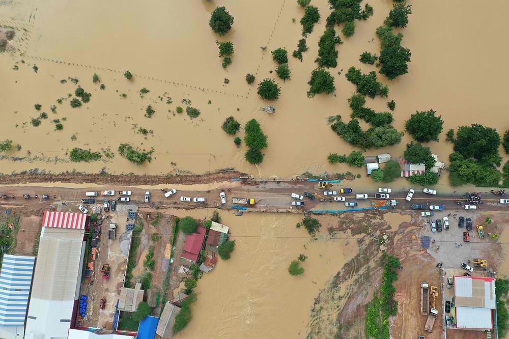 123 routes et chemins d'une longueur totale d'environ 400 km au Cambodge ont été touchés par des inondations