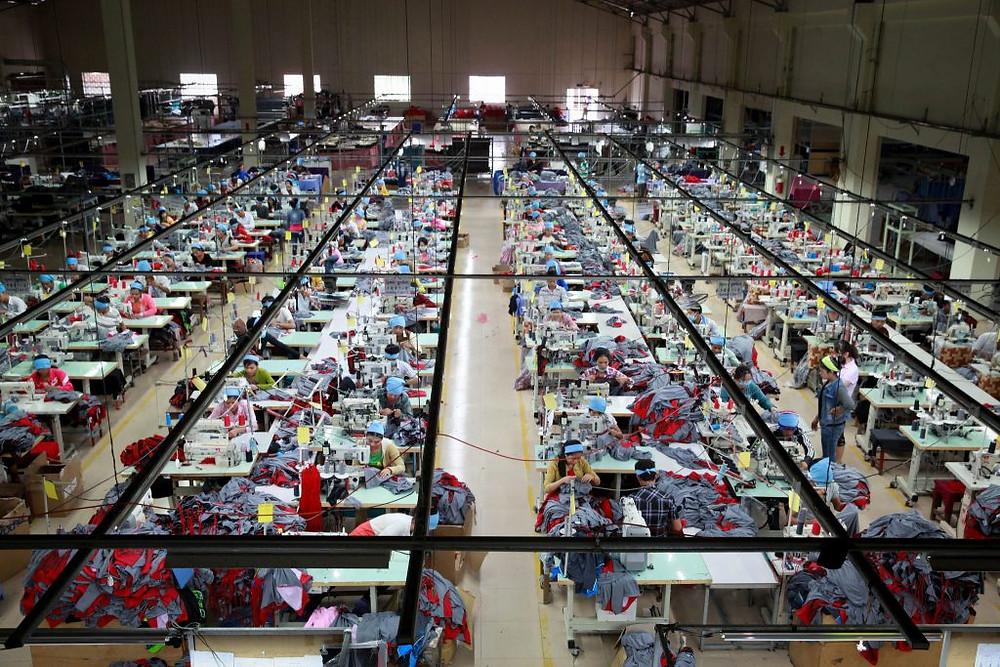 Usine textile au Cambodge. Photographie ILO (CC)