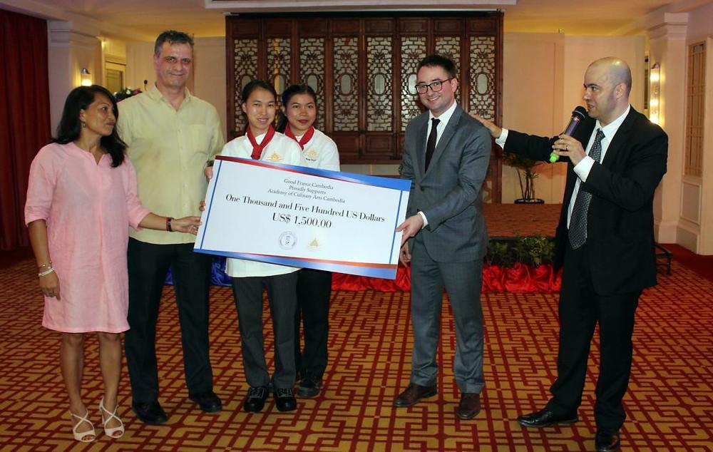 1500 $ pour les enfants del'Académie des Arts Culinaires du Cambodge
