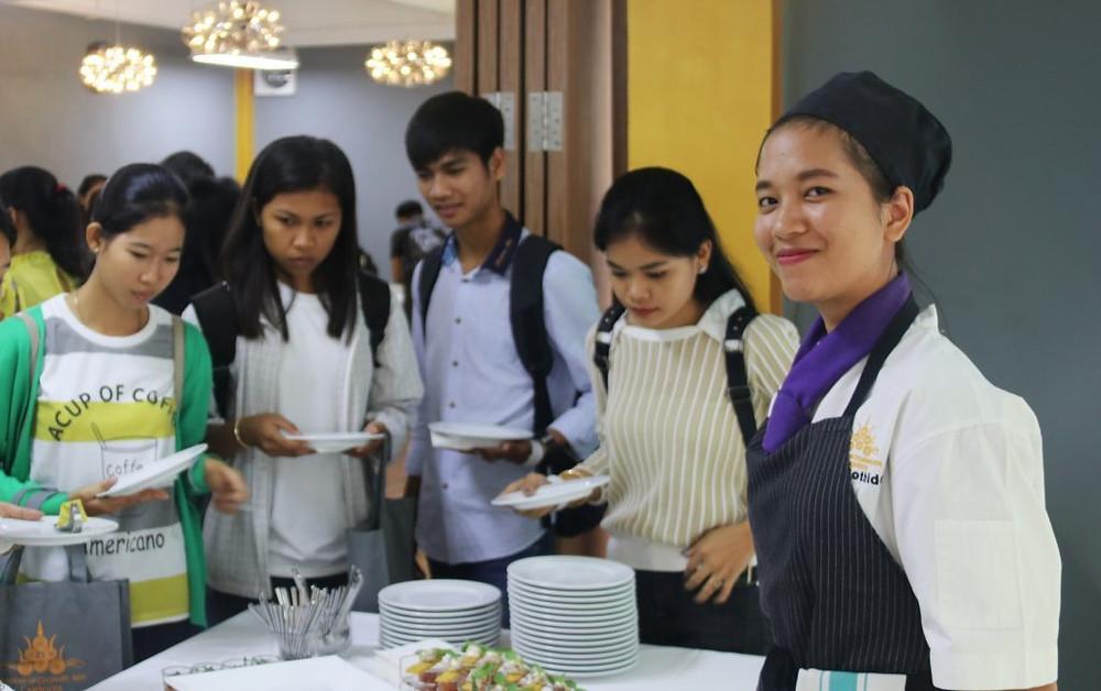 Lors de la précédente journée, douze étudiants ont décidé de rejoindre les rangs de l'Académie.