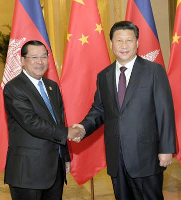 Hun Sen et Xi Jinping à Beijing lors d'une conférence APEC