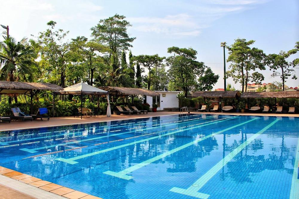 La piscine du Cambodia Country Club