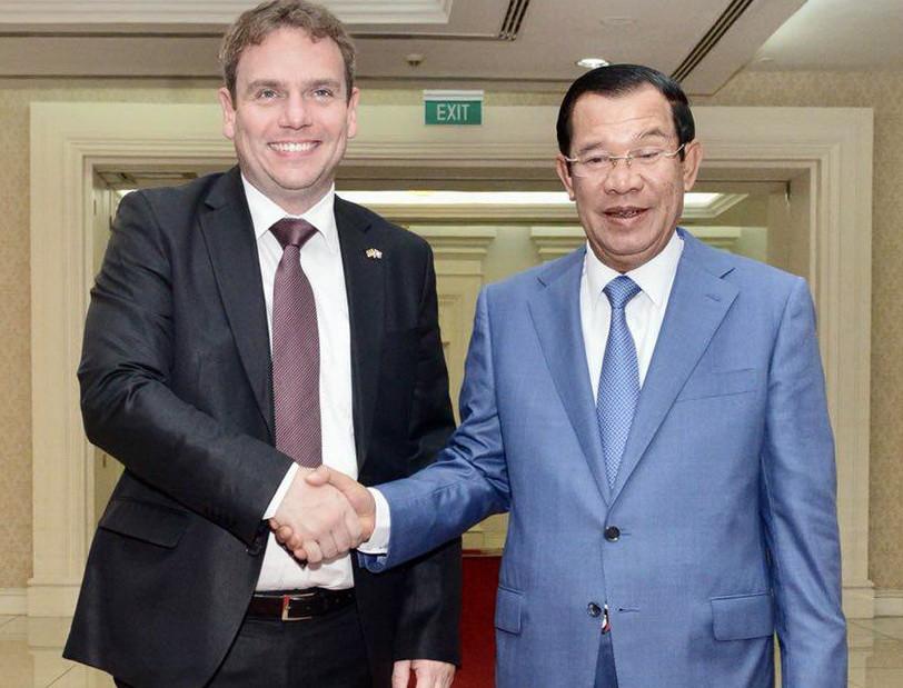 Markkus Benjamin Kodo et le Premier ministre Hun Sen