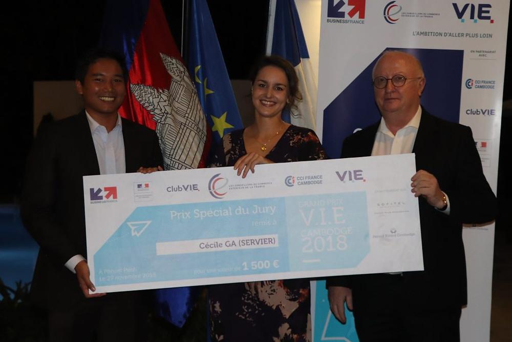 La lauréate Cécile GA en compagnie de Pin Borin et d'Etienne Chenevier
