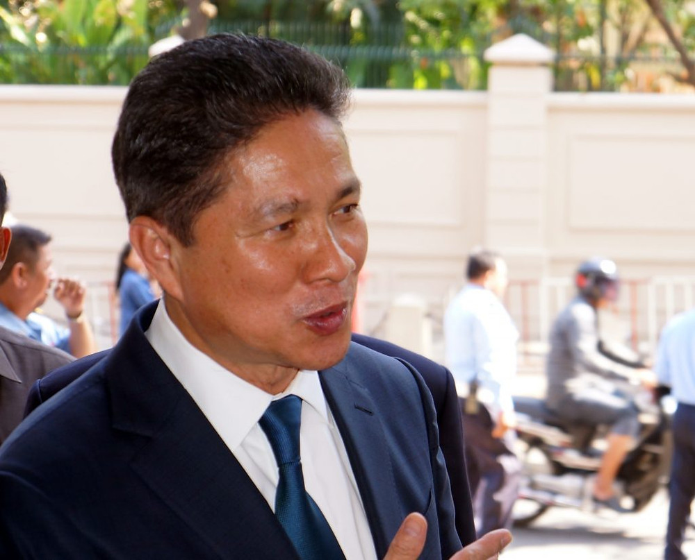 le ministre des Transports et des Travaux Publics, Sun Chanthol